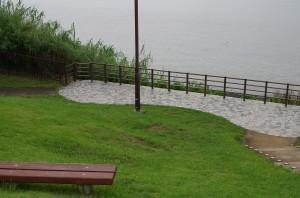 浜名湖畔のベンチとか